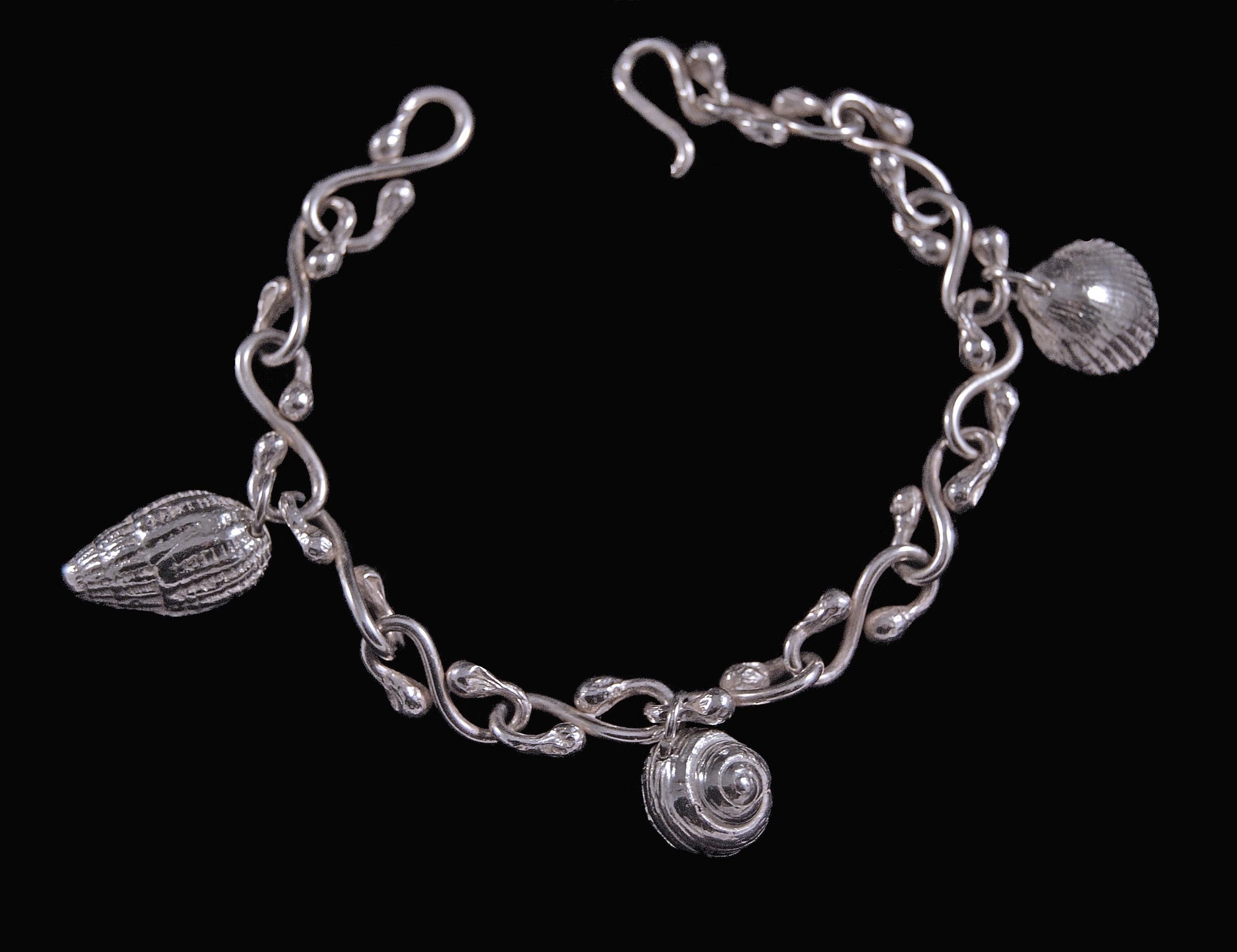 bracelet plus charms